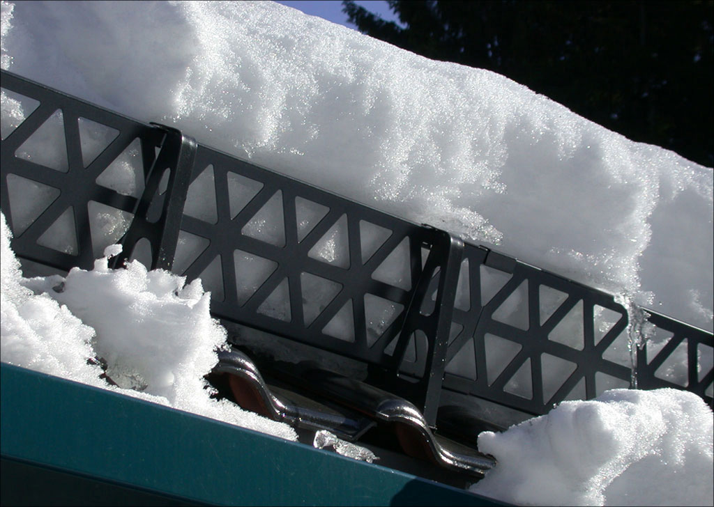 Меры безопасности при очистке крыш от снега и наледи